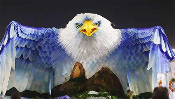 Um impressionante carro abre-alas da Portela. A águia é o símbolo da escola.