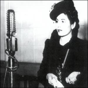Eva Perón fala pelo rádio.