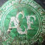 Escudo da Chapecoense queimado