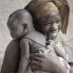 Mãe e bebê - África