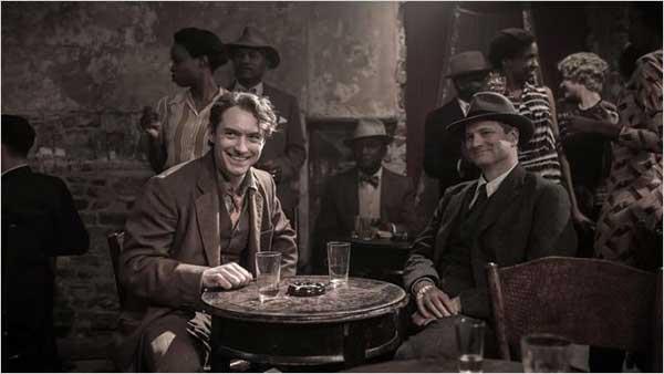 Colin Firth e Jude Law em cena do filme O Mestre dos Gênios.